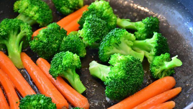 【悪玉コレステロールを抑える】野菜を食べて、食物繊維と糖の吸収を抑えよう