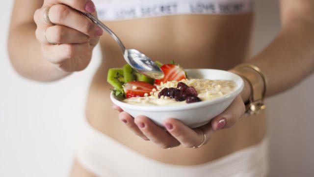 【女性の便秘悩み解消】「ヨーグルト+りんご」の整腸力で腸スッキリ!